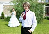 自然の中で若い花嫁の肖像画 — ストック写真
