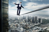 Business man balancing on the rope — Stockfoto
