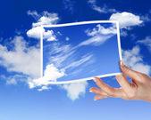 天空与白 cloudes 和帧 — 图库照片