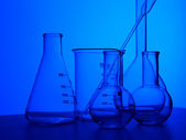 Kemi laboratorium utrustning och glas rör — Stockfoto