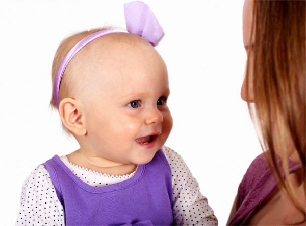 Young mother with little daughter — Stock Photo #7537718