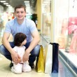 Father and child doing shopping - Lizenzfreies Foto