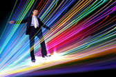 Empresario caminando sobre las líneas de internet — Foto de Stock