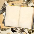 Old book and photos - Foto Stock