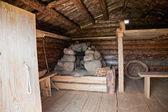 Interieur oude traditionele russische houten huis x eeuw — Stockfoto