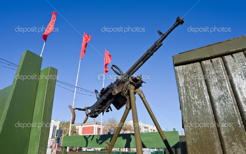 Old Anti-Aircraft Machine Gun — Stock Photo #7621885