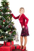 Noel hediye ile mutlu bir kadın — Stok fotoğraf