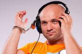 Muž s sluchátka — Stock fotografie
