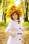 The girl in gold foliage — Foto de Stock