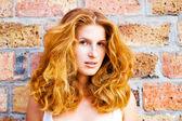 美しい若い女性の肖像画 — ストック写真