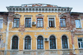 Old dilapidated building in Ekaterinburg, Russia — Stock Photo
