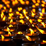 Burning candles in Buddhist temple. McLeod Ganj, Himachal Prades — Stock Photo #7341508