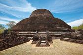 Antika buddhistiska dagoba (stupe) pabula vihara. sri lanka — Stockfoto