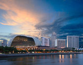 Esplanade (Singapore opera and concert hall at dusk — Stock Photo