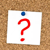 White note with question mark pinned to cork board — Stock Photo