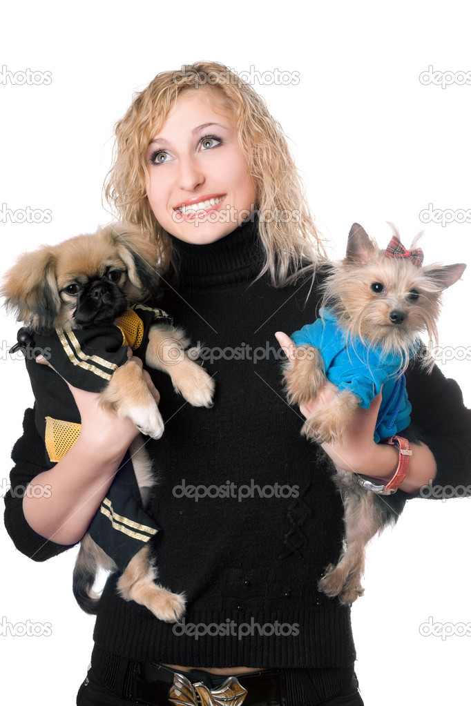 Portrait of smiling pretty blonde with two dogs. Isolated — Stock Photo #6916044