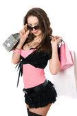 Portret van speelse jonge vrouw na het winkelen — Stockfoto