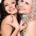 Porträt von zwei junge Frauen Lächeln. isoliert — Stockfoto