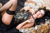 Usmívající se krásná žena v korzetu — Stock fotografie