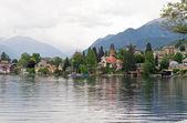 Vista al lago alpino de verano. austria — Foto de Stock
