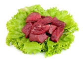 Surowe mięso z sałatą — Zdjęcie stockowe