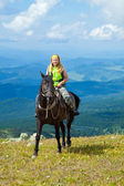 Dağlar, atlı süvari — Stok fotoğraf
