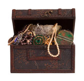 Treasure chest with jewellery — Stock Photo