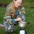 Tourist cooking tea on gasoline stove — Stock Photo