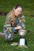 旅游烹饪茶对汽油炉 — 图库照片