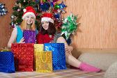 девочки, празднование рождества — Стоковое фото