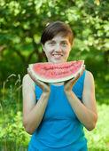Woman eating watermelon — Stock Photo
