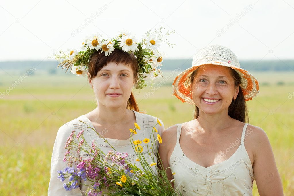 Happy  mature woman wirh adult daughter in summer field — Stock Photo #6854863