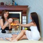 在壁炉旁的妇女 — 图库照片