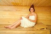 Girl sits in sauna — 图库照片