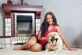 Mulher com labrador retriever — Foto Stock