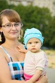 Matka s dítětem hrát — Stock fotografie