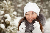 Woman at wintry park — Stock Photo