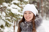 Smiling girl at wintry park — Stock Photo
