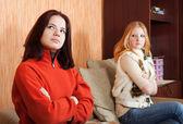 Duas meninas tristes ter briga — Foto Stock