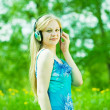 Girl listening music outdoor — Stock Photo
