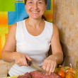 Woman cutting beef — Stock Photo
