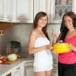 Women cooking at them kitchen - Foto Stock