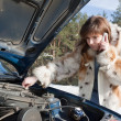 Young girl repairing the car — Stock Photo
