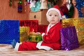 Chłopiec ubrany jak Święty Mikołaj — Zdjęcie stockowe