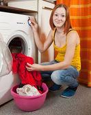 女人在做洗衣 — 图库照片