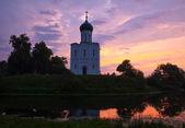 église de l'intercession sur la nerl rivière — Photo