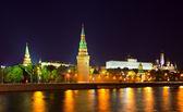 Kremlin de moscú en la noche. rusia — Foto de Stock