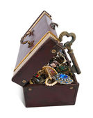 Goldenen Schlüssel in Schatztruhe — Stockfoto