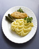 Chicken cutlet with mashed potatoes — Stock Photo