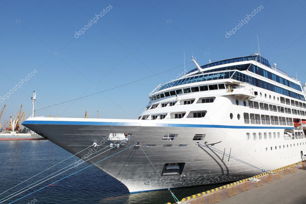 Ocean ship to dock at the port of Odessa, Ukraine (Nautica) — Stock Photo #6790807